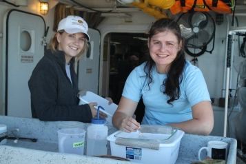 kelia axler and kristin heidenreich looking through the plankton samples from the first nueston net day 3 in the morning